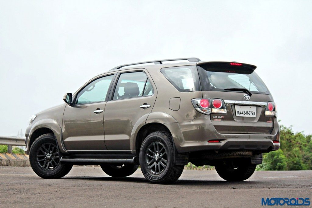 2015 Toyota Fortuner 3.0 4x4 AT front (1)