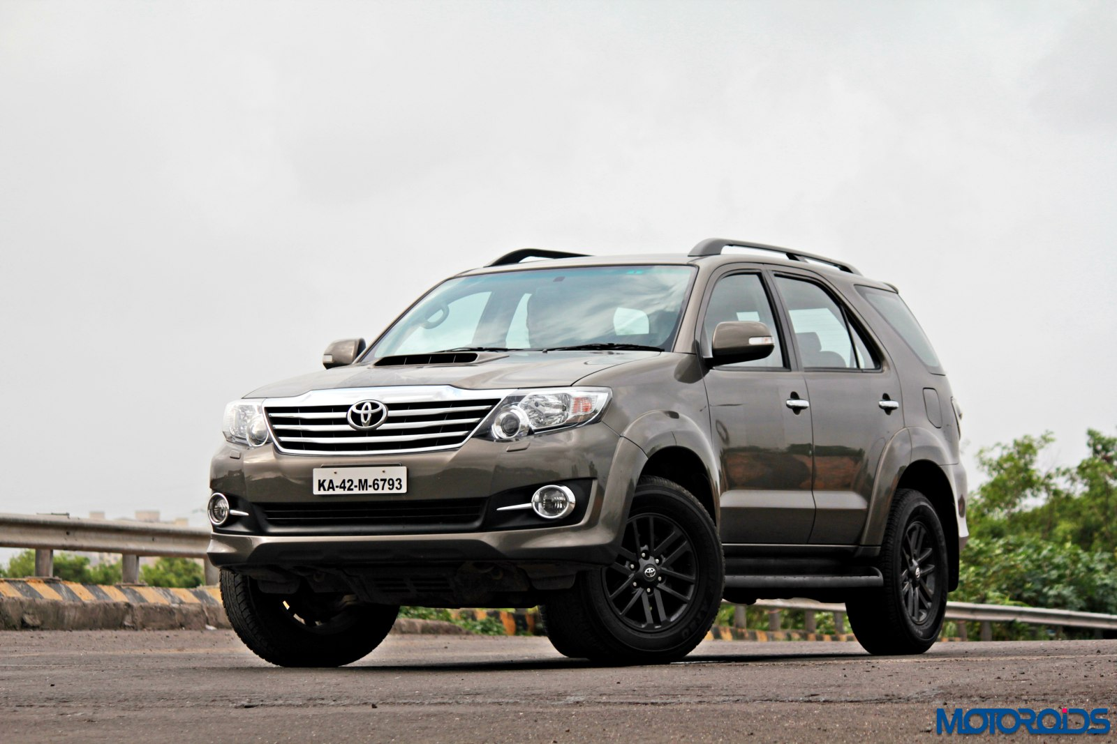2015 Toyota Fortuner 3 0 4 215 4 At Review Ageless Brawn Motoroids