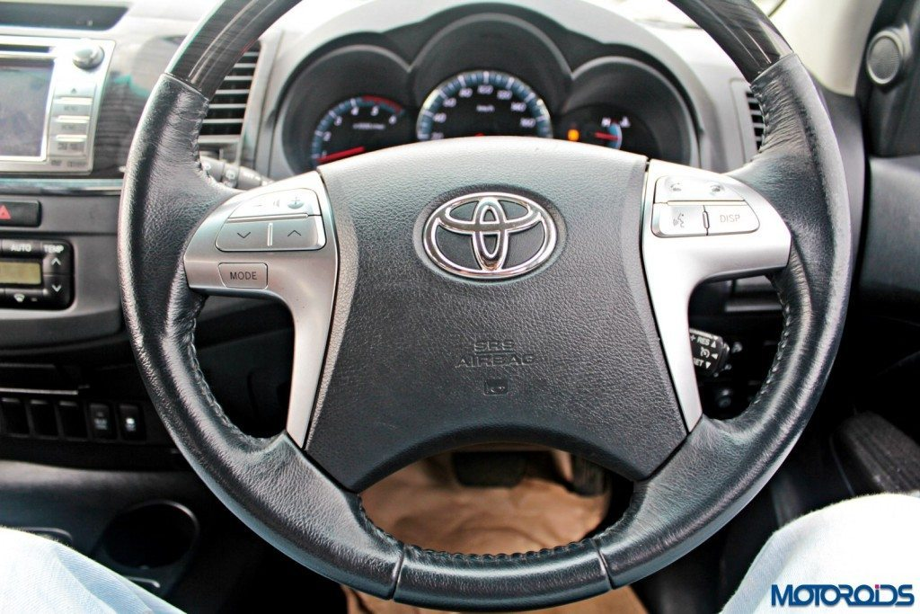 2015 Toyota Fortuner 3.0 4x4 AT steering wheel
