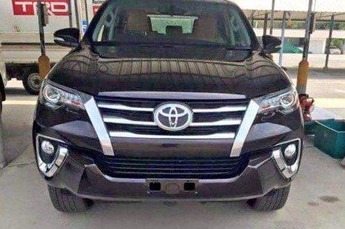 2016 Toyota Fortuner (1)