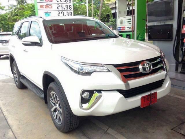 2016 Toyota Fortuner spied (1)