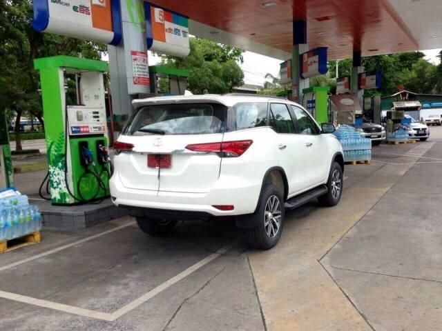 2016 Toyota Fortuner spied (2)