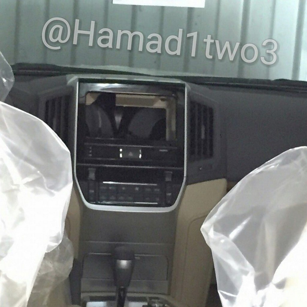 2016-Toyota-Land-Cruiser-center-console-spotted-undisguised