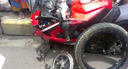 Bajaj Pulsar RS200 Accident - 4