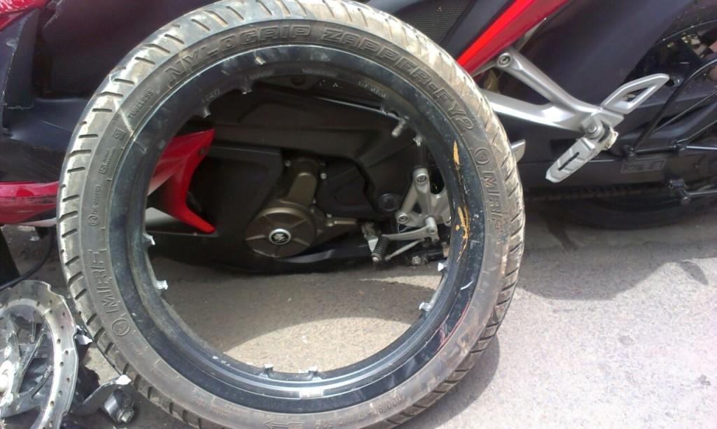 Bajaj Pulsar RS200 Accident - 5
