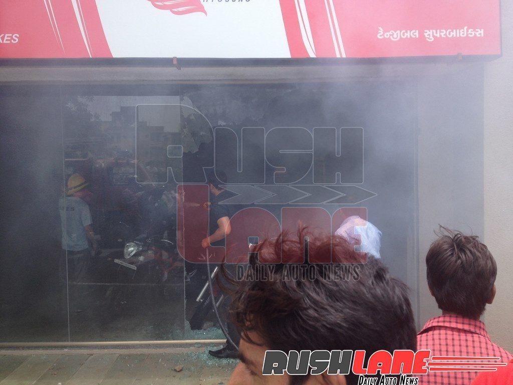 DSK-Hyosung-Benelli-showroom-fire-Ahmadabad-5