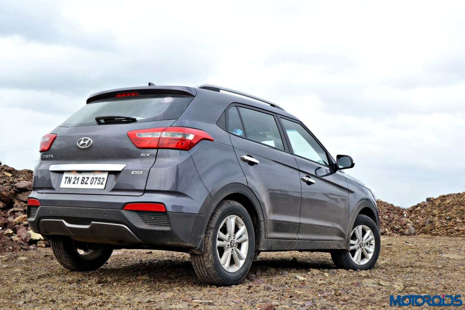 Creta 2017 White >> Hyundai Creta 1.6 CRDi AT / MT Review : Silken Sock | Motoroids