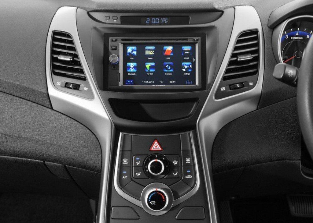 Hyundai-Elantra-Sport-Edition-touchscreen