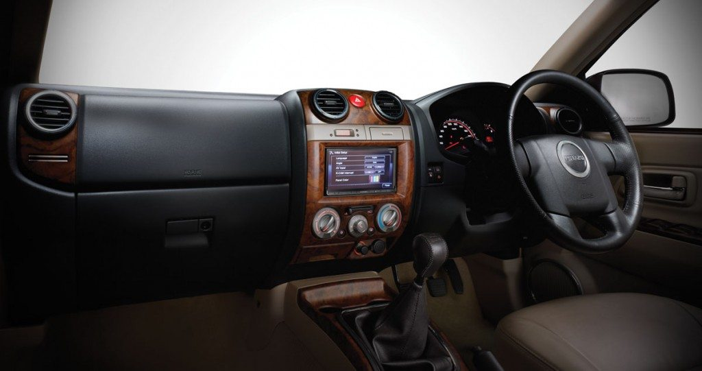 Isuzu MU-7 dashboard_main