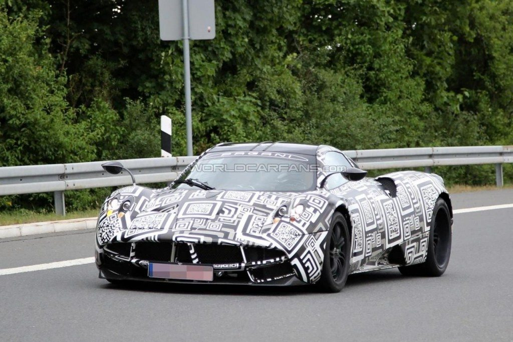 New Pagani Huayra test mule spied (1)
