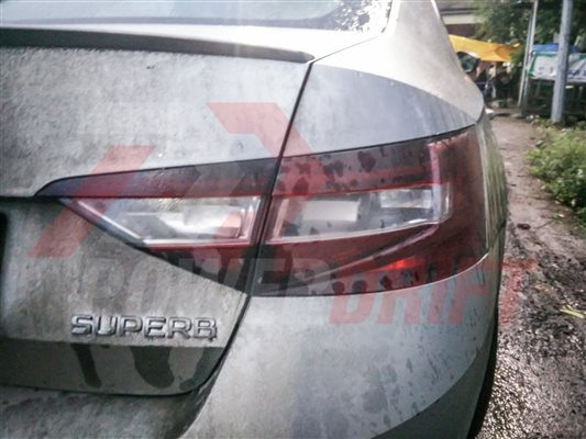 Skoda Superb spied in India (4)