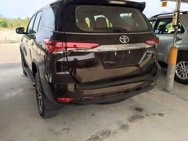 Toyota Fortuner back
