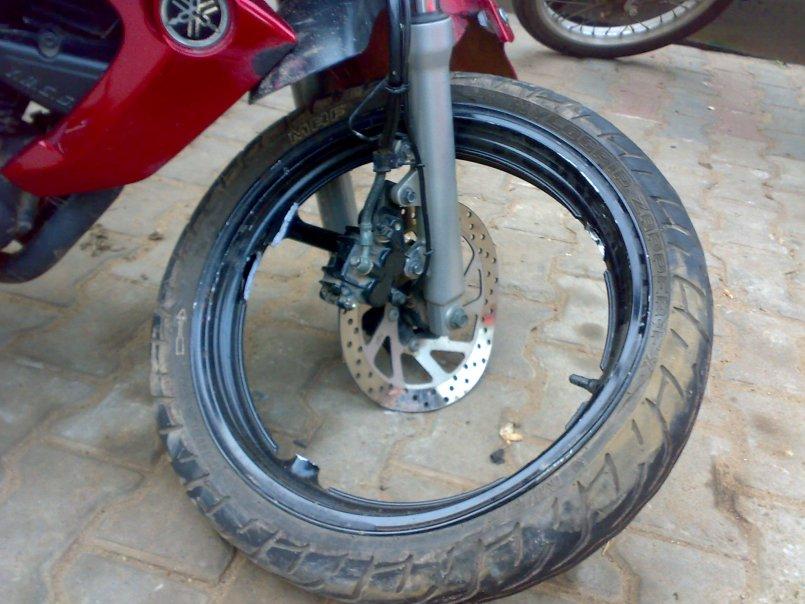 Yamaha FZ-16 broken wheel (6)