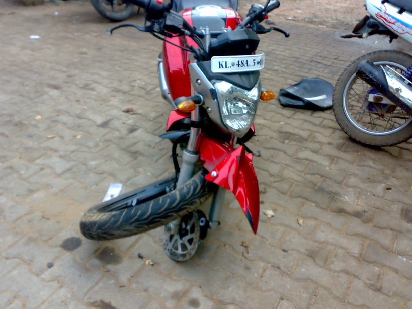 Yamaha FZ-16 broken wheel (9)