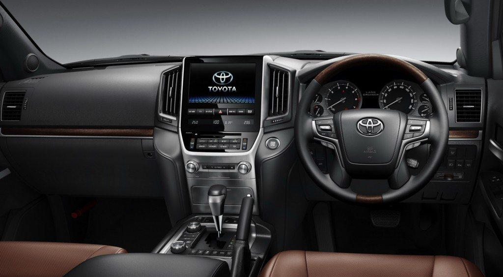 2015 Toyota Land Cruiser 200 (2)