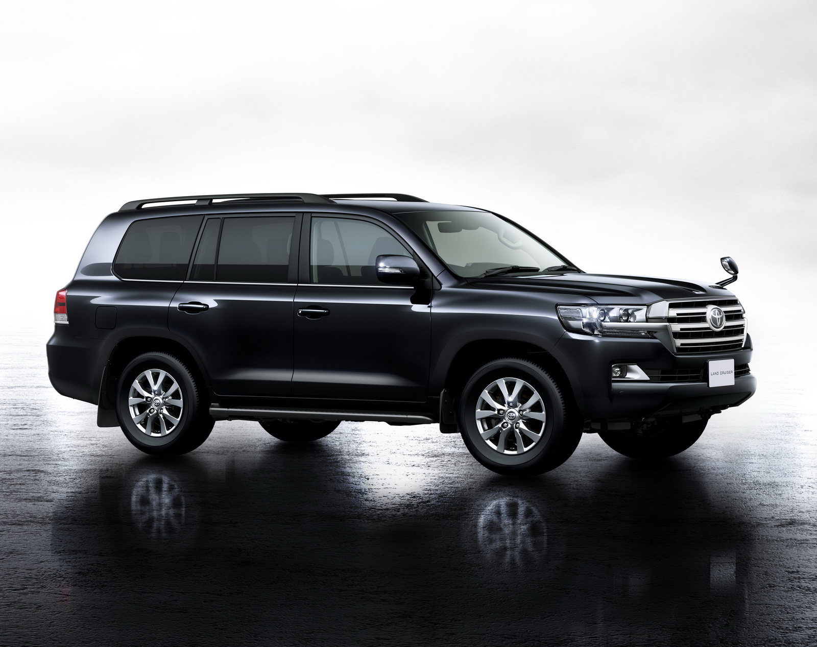 Images and details: Meet the new Toyota Land Cruiser 200 | Motoroids