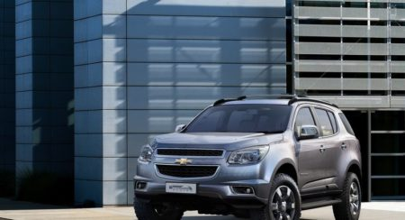 Chevrolet-Trailblazer_2013_800x600_wallpaper_01
