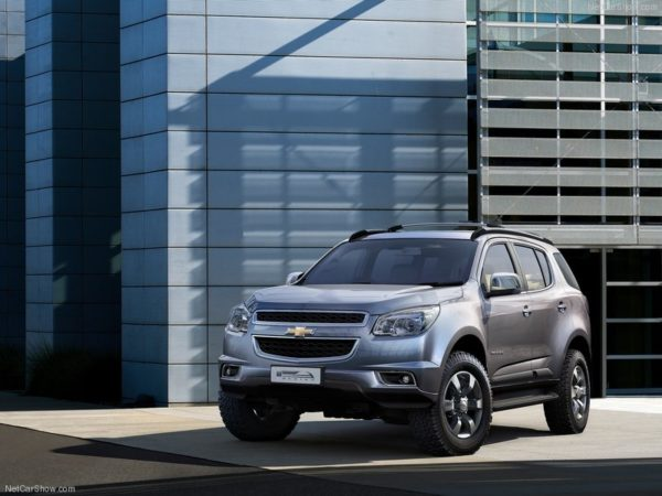 Chevrolet-Trailblazer_2013_800x600_wallpaper_01