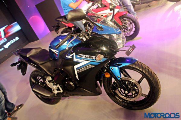 Honda-CBR150R-RevFest-2015-5-600x400