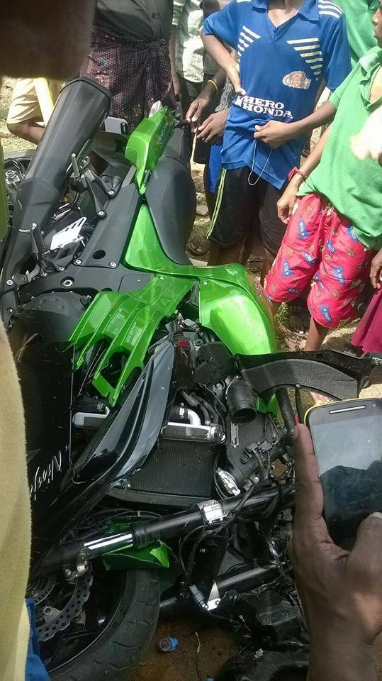 Kawasaki Ninja ZX14R Crashed in Chennai - 4
