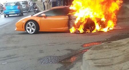 lamborghini gallardo catch fire delhi (3)