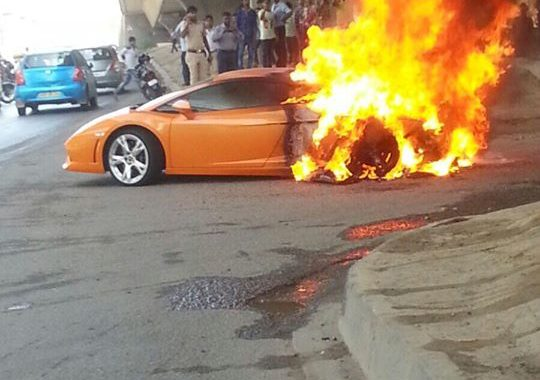 Video Lamborghini Gallardo Lp 560 4 Catches Fire In New Delhi