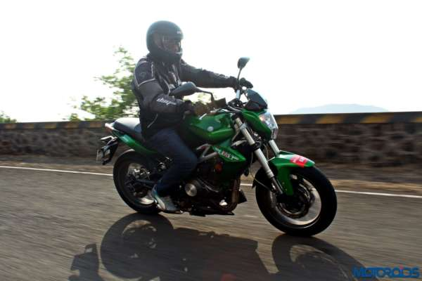 Benelli TNT300 riding shot (1)