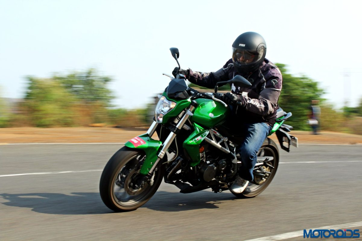 Benelli TNT300 riding shot (16)