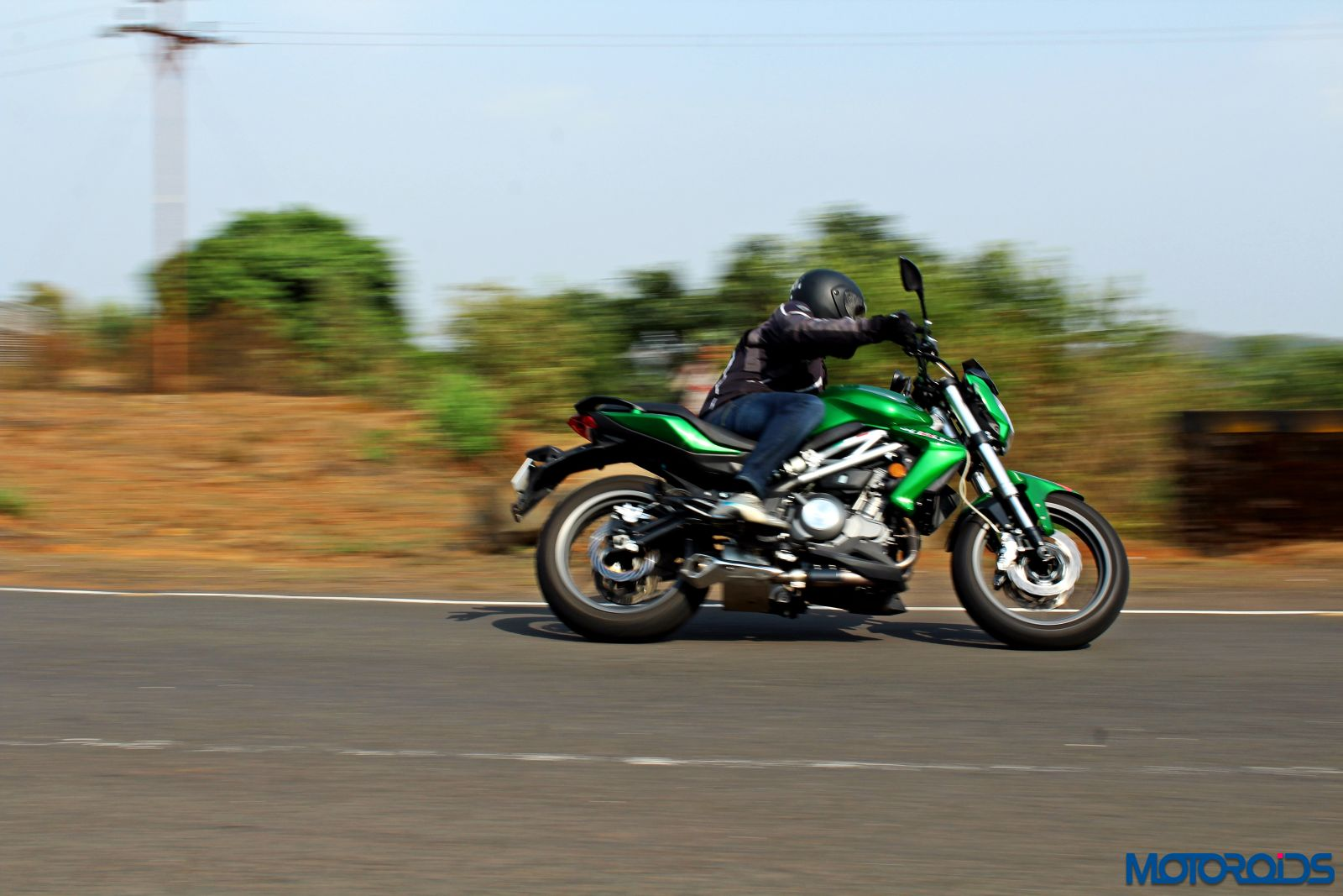 Benelli TNT300 riding shot (3)