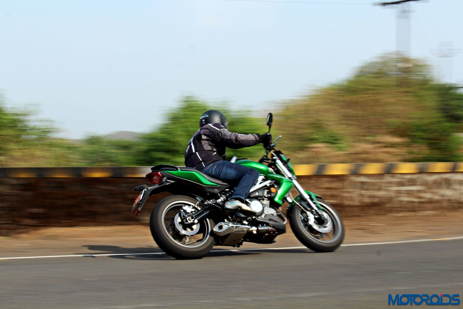 Benelli TNT300 riding shot (7)