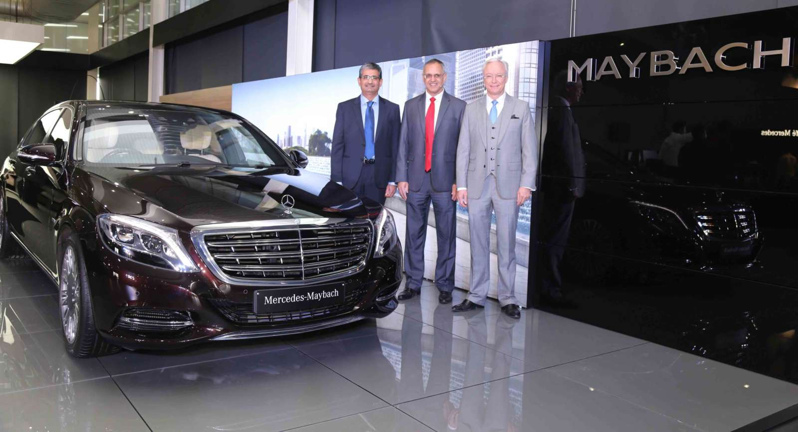 Official release mercedes maybach s600 and s500 launched for Mercedes benz seat belt purse