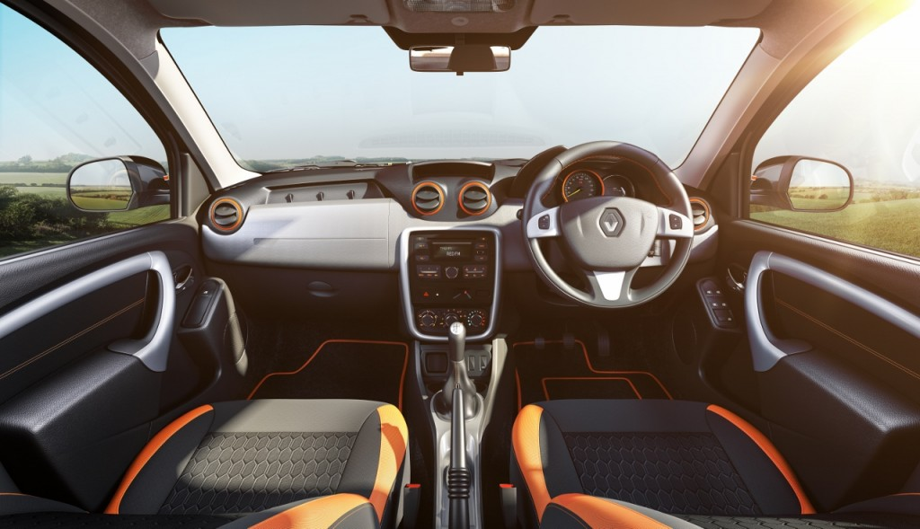 Renault Duster Explore_Front Dashboard (1280x736)