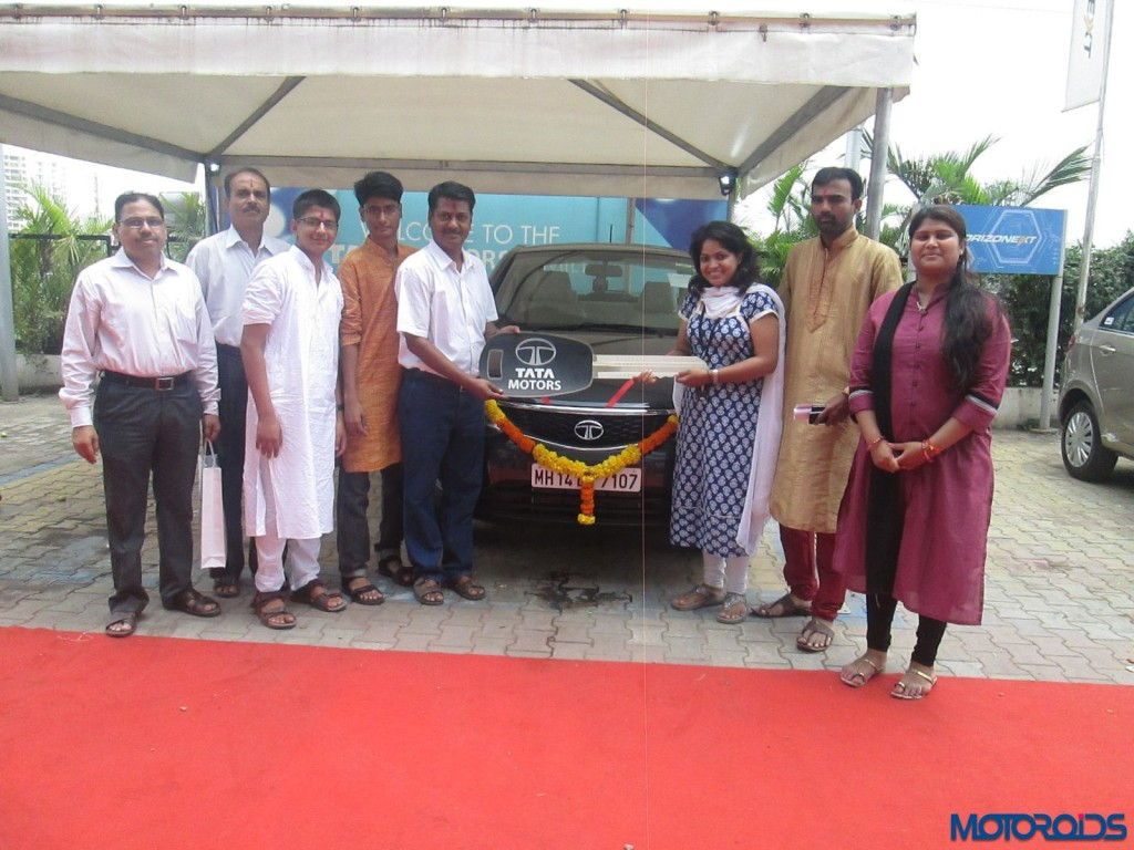 Tata Motors delivers 1100 passenger vehicles in one day (1)