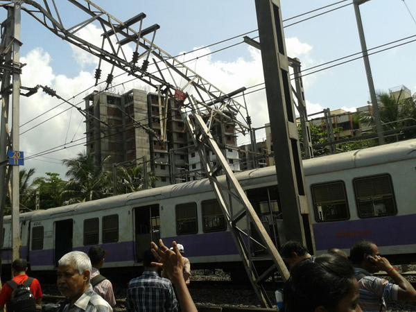 Train derails in Mumbai - 2