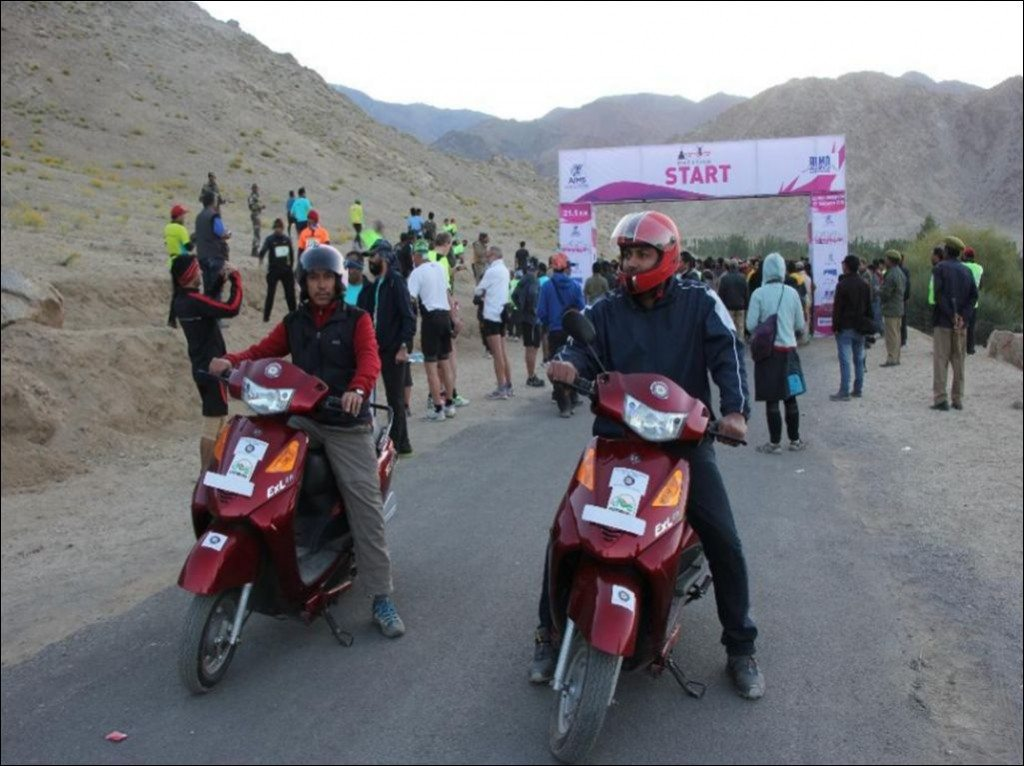 YObykes electric scooters conquer the highest known motorable road - Khardung La (1)