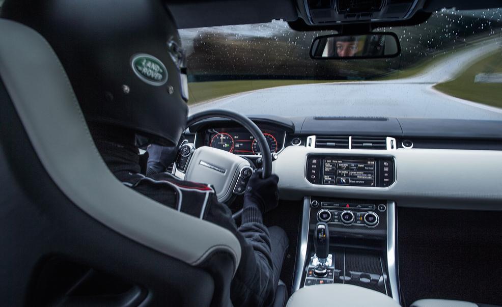 2015 Land Rover Range Rover Sport SVR (2)