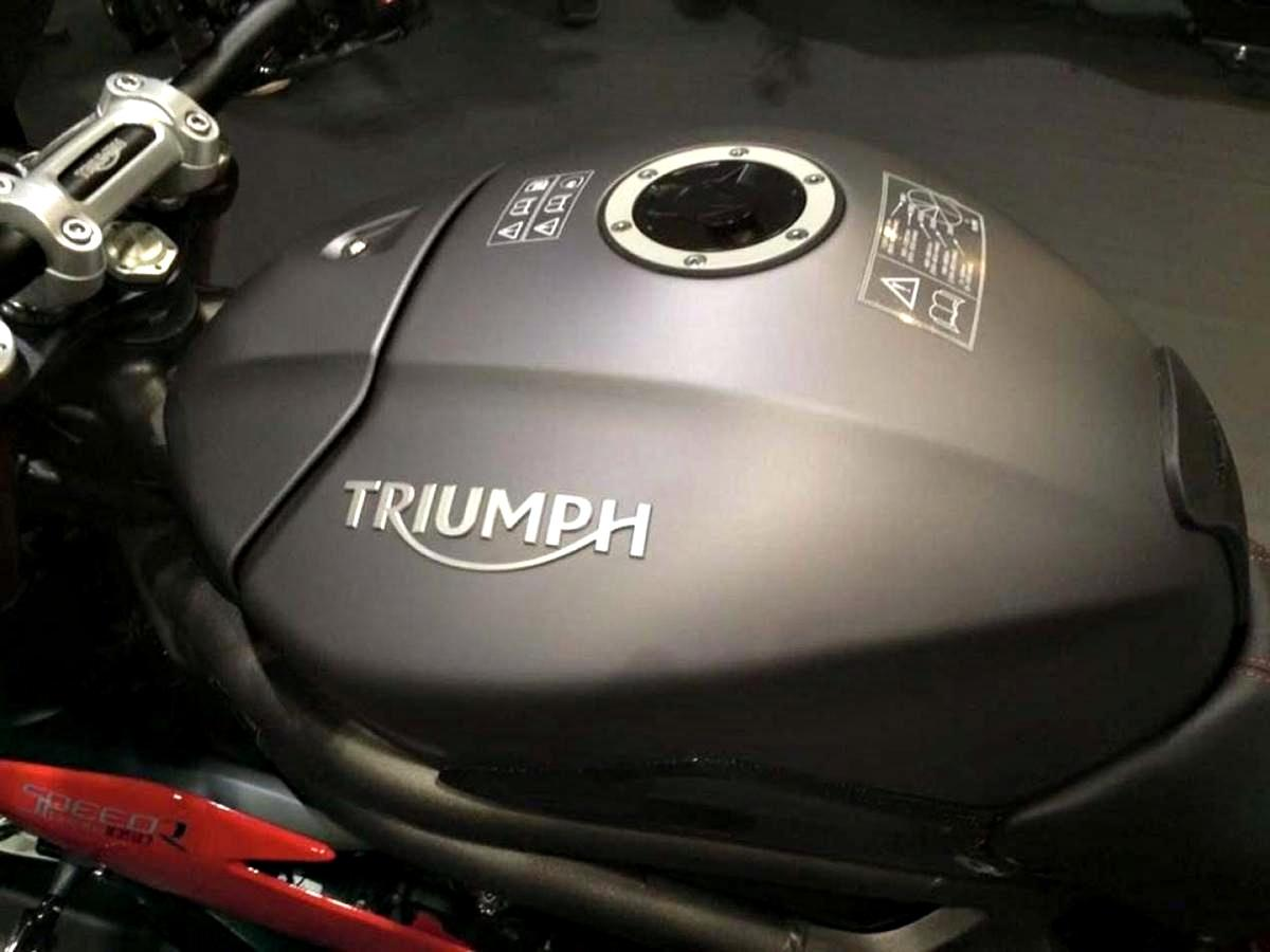 2016 Triumph Speed Triple R fuel tank