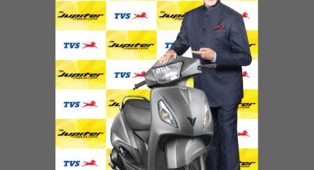 Amitabh Bachchan with TVS Jupiter - Resize