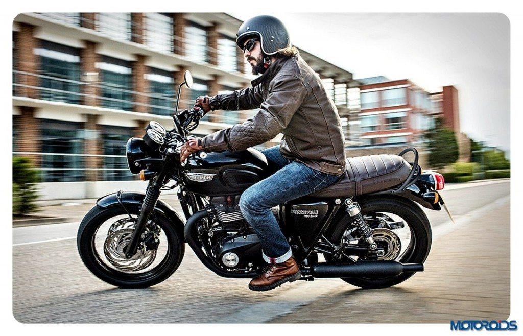 Bonneville_T120_Black_Riding_Shot002_A3_CMYK