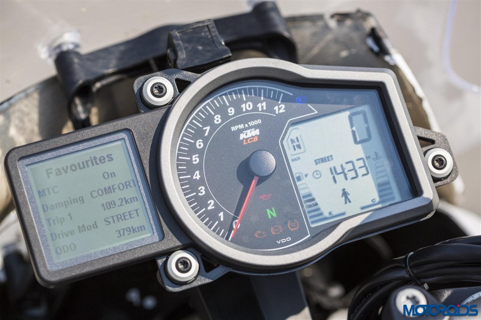 KTM 1290 Super Duke GT console