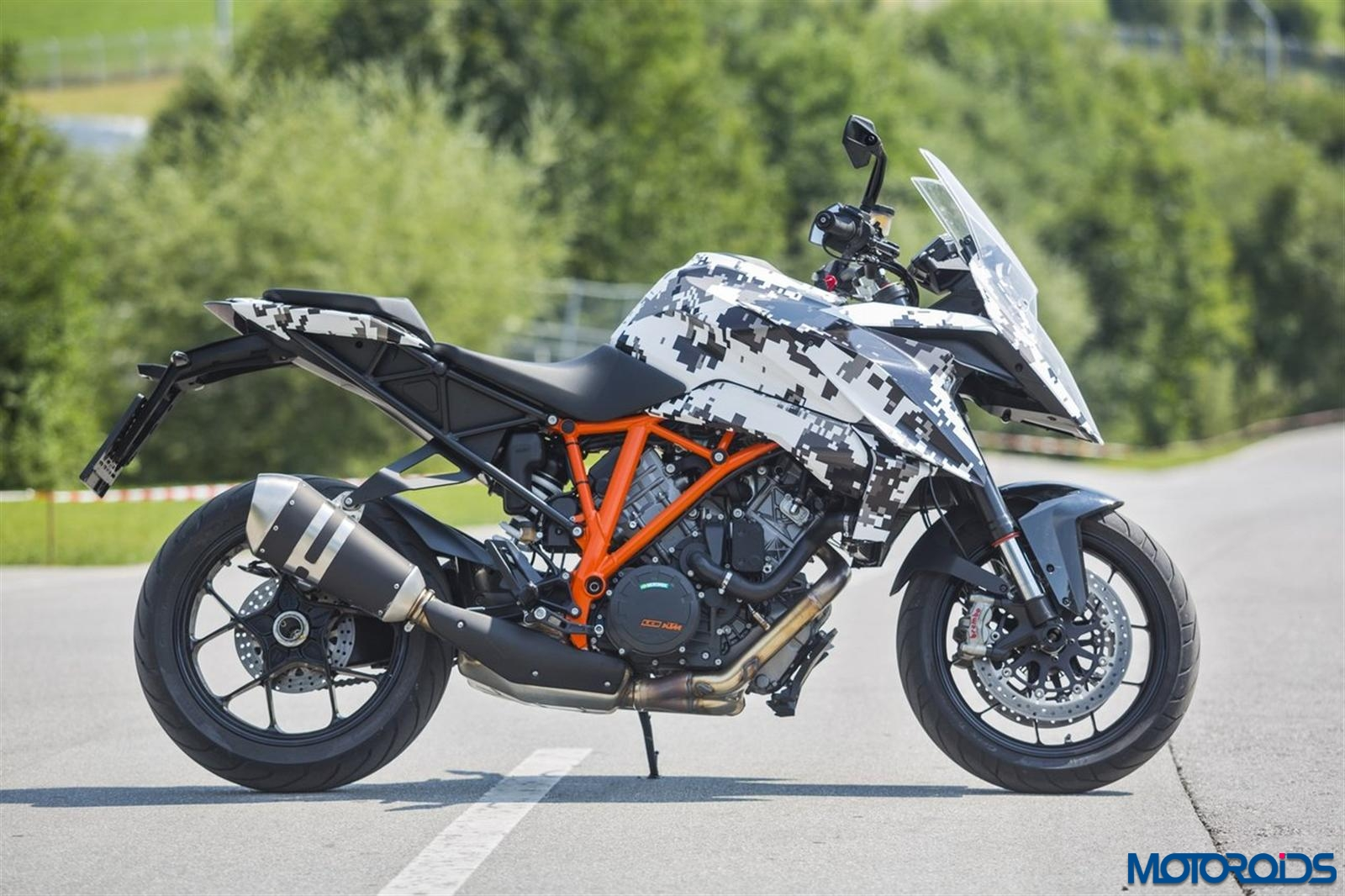 ktm 1290 super duke gt first official photos revealed. Black Bedroom Furniture Sets. Home Design Ideas