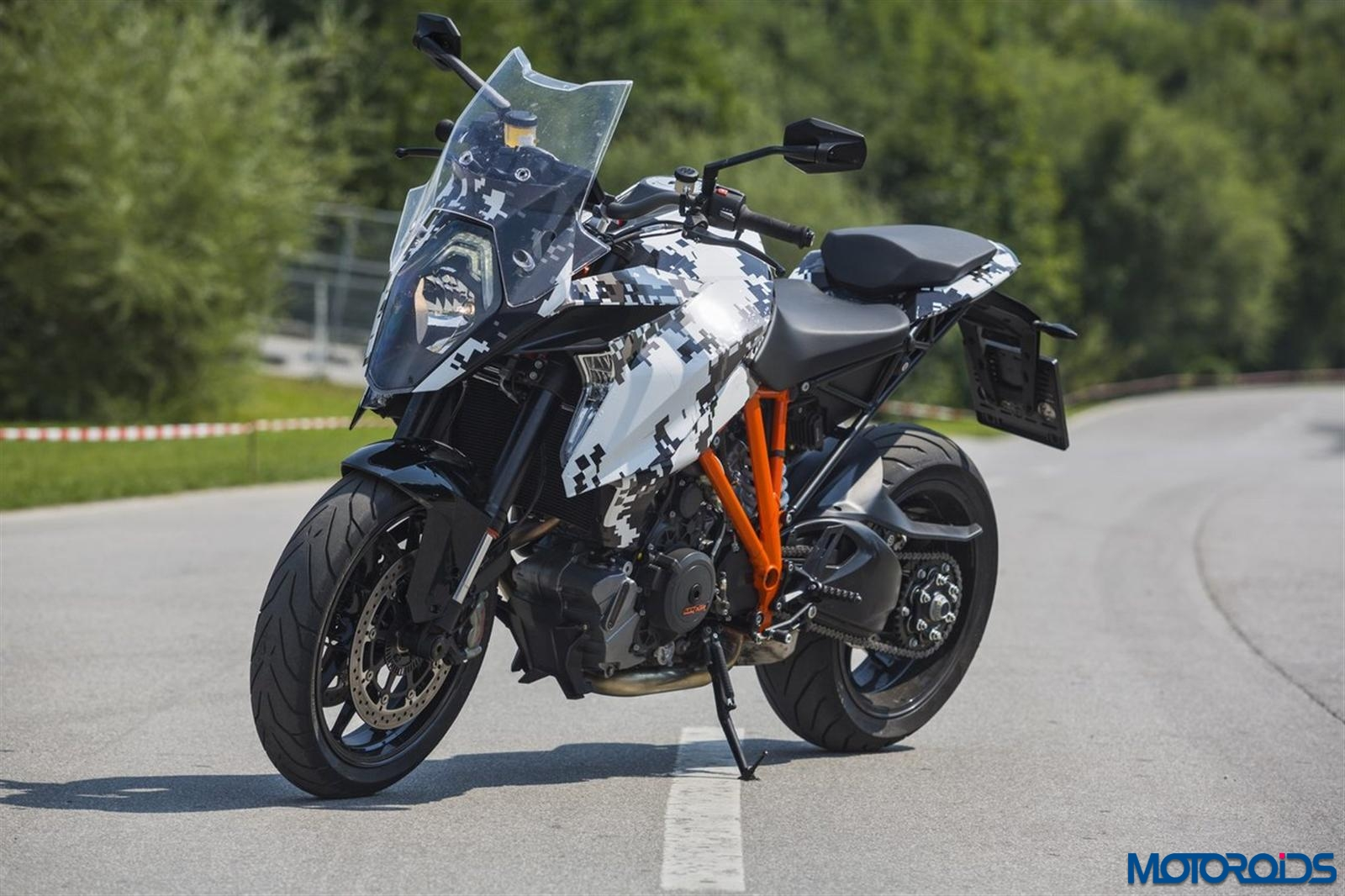 ktm 1290 super duke gt first official photos revealed motoroids. Black Bedroom Furniture Sets. Home Design Ideas