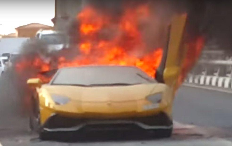 Lamborghini Aventador Roadster burns