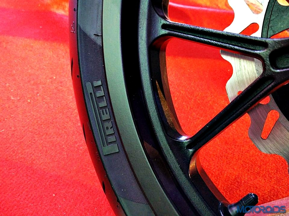 Mahindra Mojo Pirelli Diablo Corsa tires