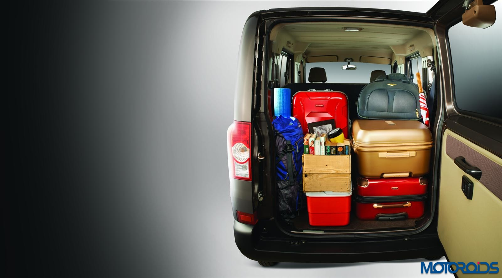 Mahindra Supro Trunk space with luggage High_R1