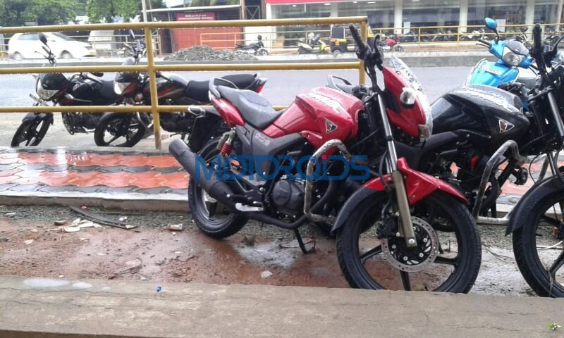 New Hero MotoCorp Hunk Spotted At Dealership (1)