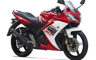 decom yamaha r15 s front 3 quarter adrenalin red 2 56151723b42ac 320x200 Yamaha YZF R15 gets Auto Headlamp On feature