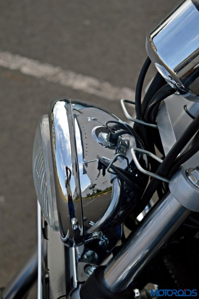2015 Bajaj Avenger 220 Cruise - Detail Shots - Headlight (1)