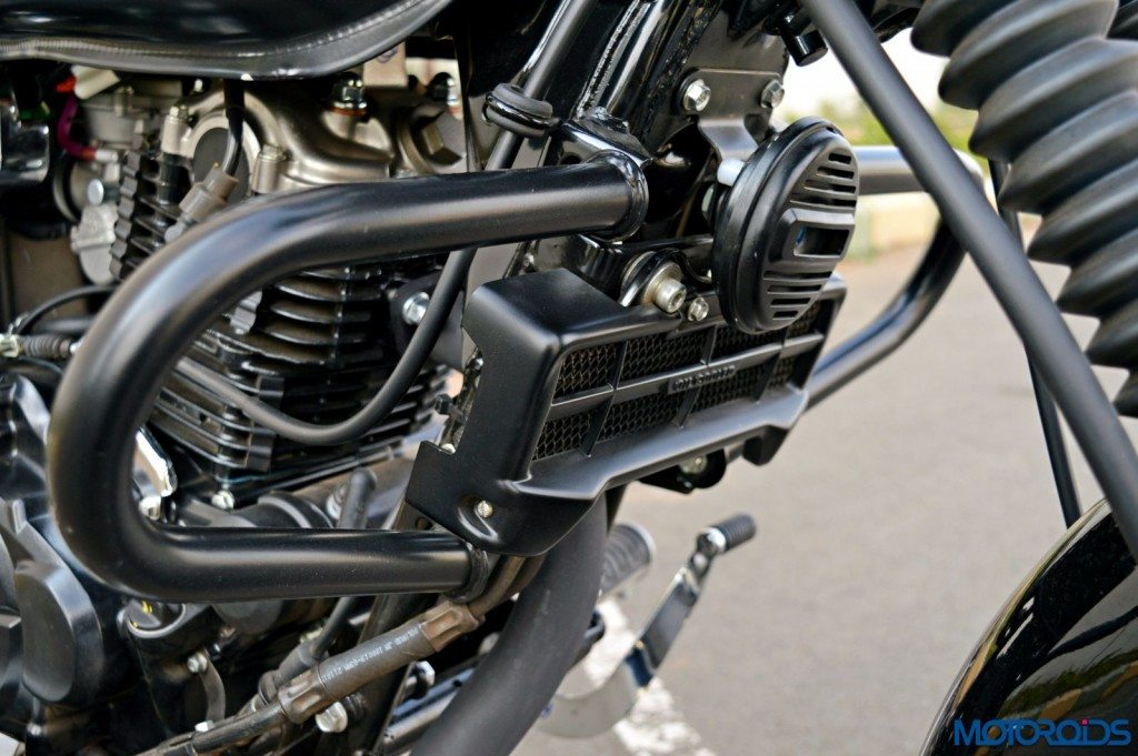 2015 Bajaj Avenger 220 Street - Detail Shots - Crash Guard