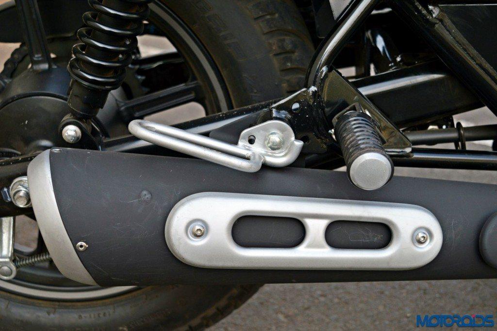 2015 Bajaj Avenger 220 Street - Detail Shots - Exhaust